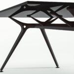 Arkitek bureau met zwart frame en zwart glazen blad