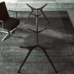 Arkitek met glazen blad en zwart frame